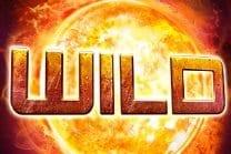 """""""Wild""""-text framför en glödande sol"""
