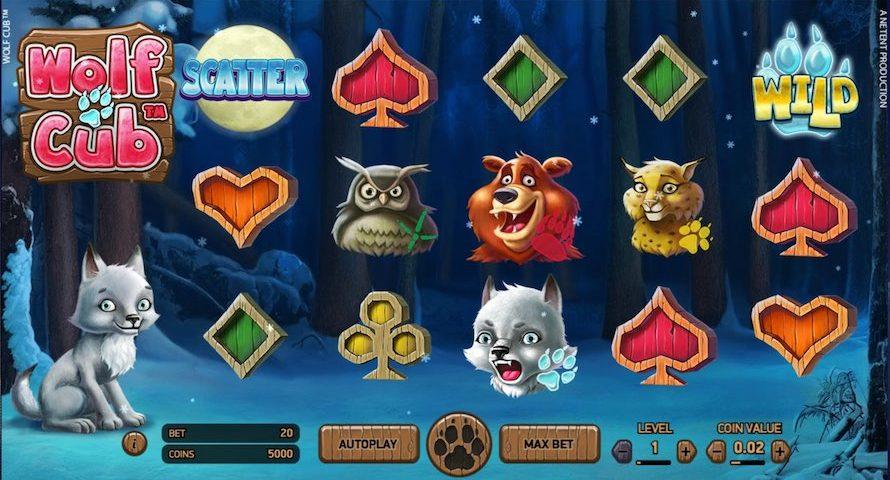 Wolf Cub utspelar i en snötäckt skog där symbolerna visar olika söta djur, bland annat huvudkaraktären som är en vargvalp