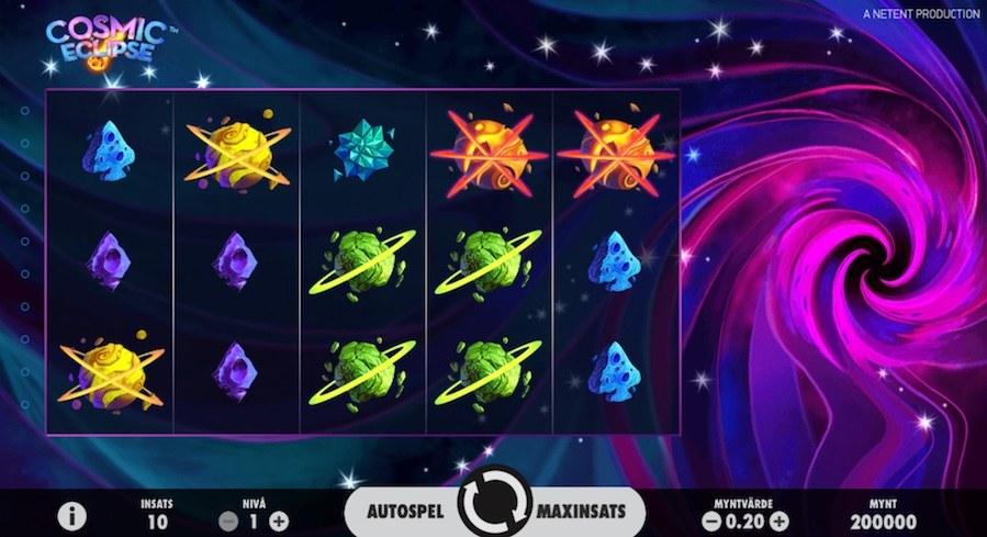 Cosmic Eclipse-spelplan som utspelar sig i rymden med planeter & rymdkristaller som symboler