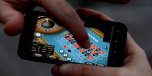 en mobilskärm där någon spelare ett roulette-spel online