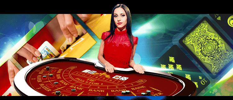 Kvinnlig dealer framför ett Baccarat-bord