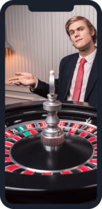 manlig casino dealer framför roulette-hjul